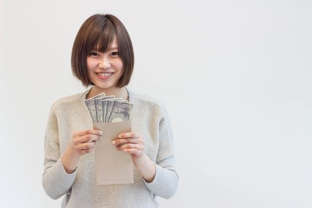パーマリンク先: キャバ嬢になるならお金は重要!キャバクラの給料システムと稼げる額